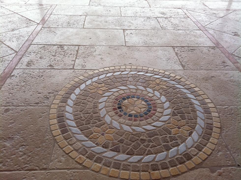 Vendita e lavorazione realizzazioni gre tu for marmi for Mosaico pavimento