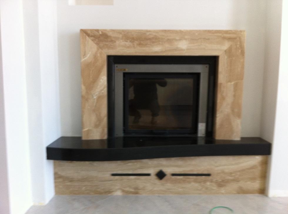 rivestimento camino in marmo : Rivestimento camino in marmo Daino e granito Nero Assoluto